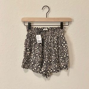 New Urban Outfitters Patterned Shorts